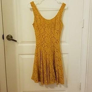 Yellow lace pleated dress
